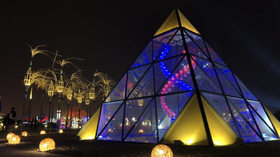 「台灣燈會在嘉義」活動場地寬闊,展示各式主題的花燈作品