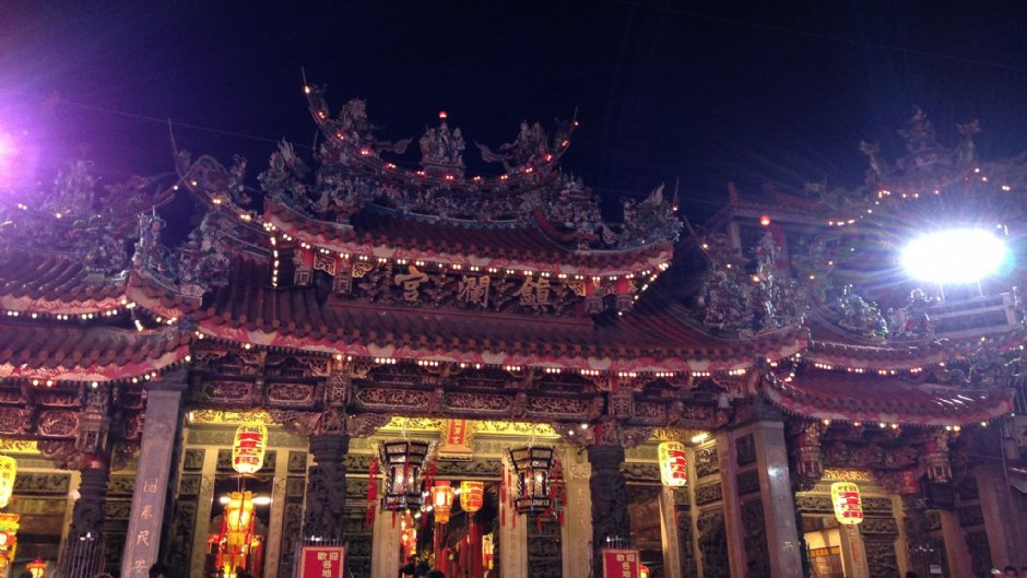 鎮瀾宮信徒眾多,每年大甲媽祖出巡都吸引大批信眾前往
