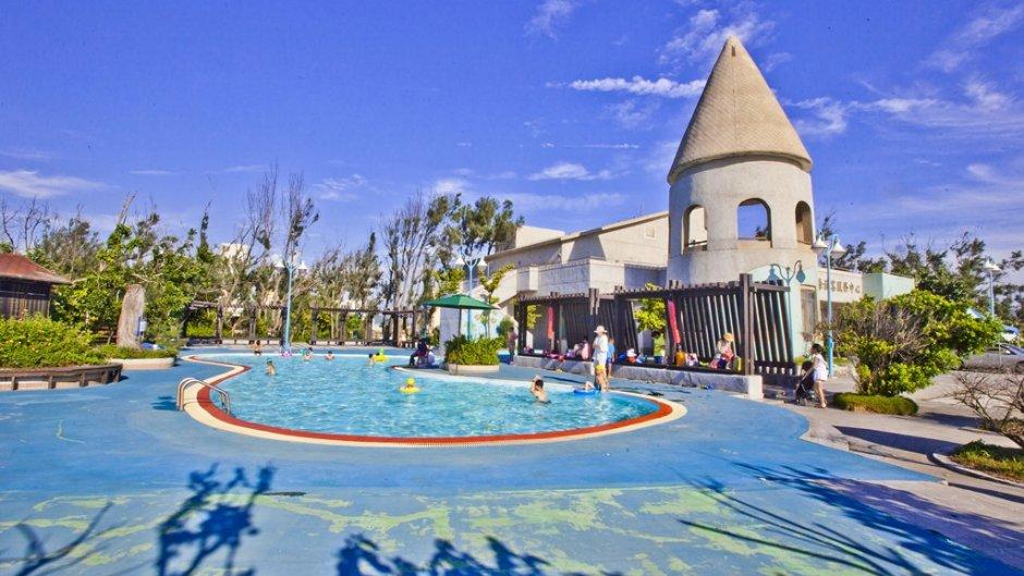 大安滨海乐园每年夏天开放水池供民众免费戏水