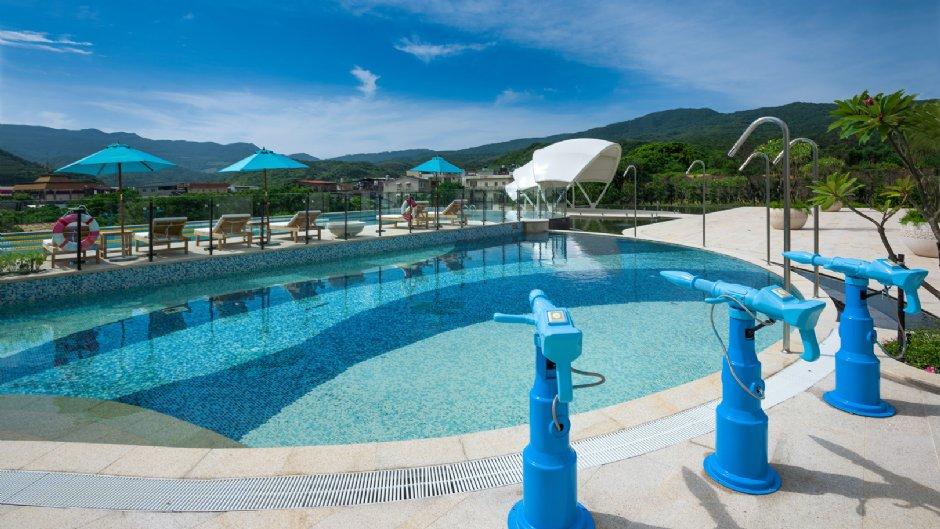 除了沙灘福容還有多座泳池可玩水