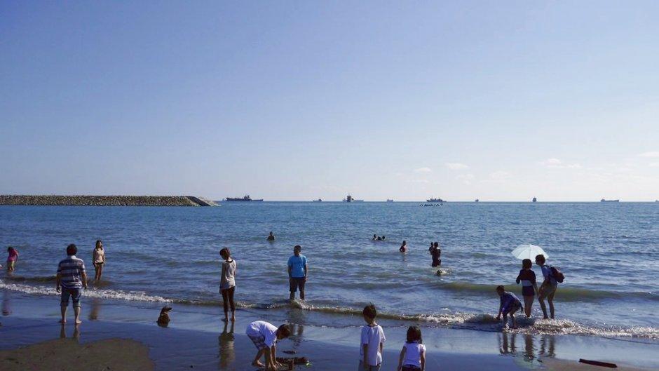 旗津海水浴場常吸引許多人前往戲水玩沙