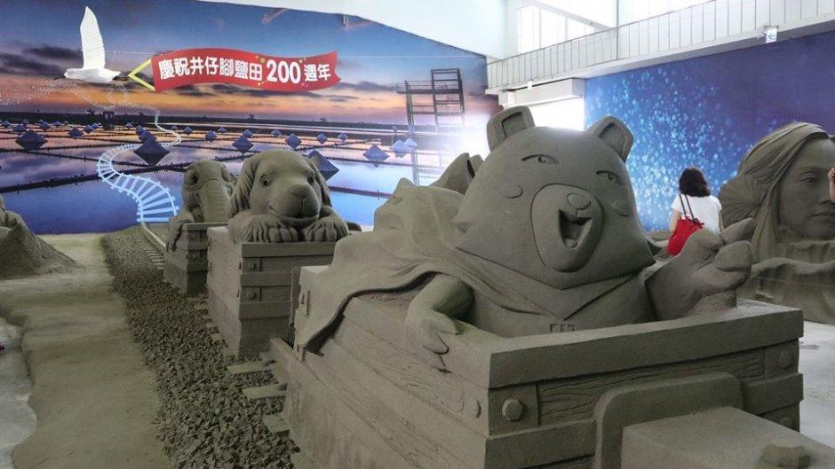 利用上百噸沙所打造的「時光列車」沙雕作品