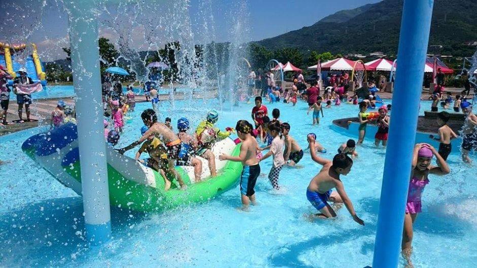 豐富的戲水設施讓孩子們玩得開心又消暑