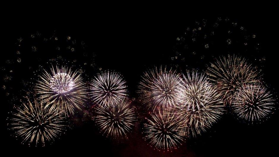 美麗的大稻埕煙火是台北河岸音樂祭的活動高潮