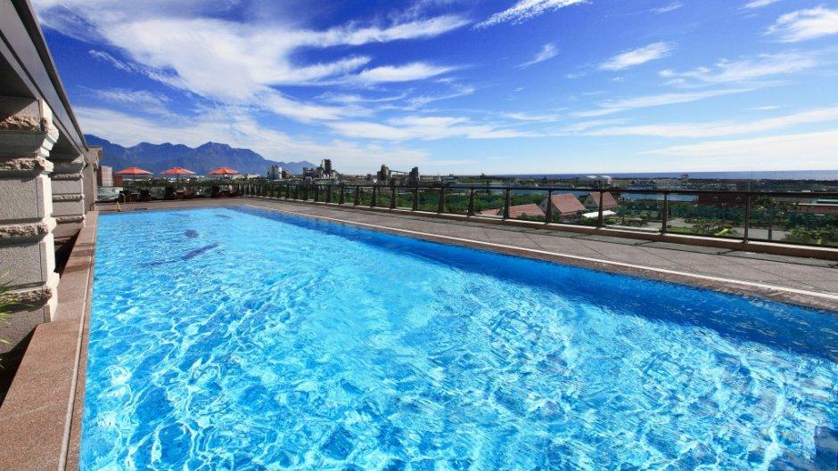 花蓮福容大飯店設有戶外泳池,可遠眺太平洋美景