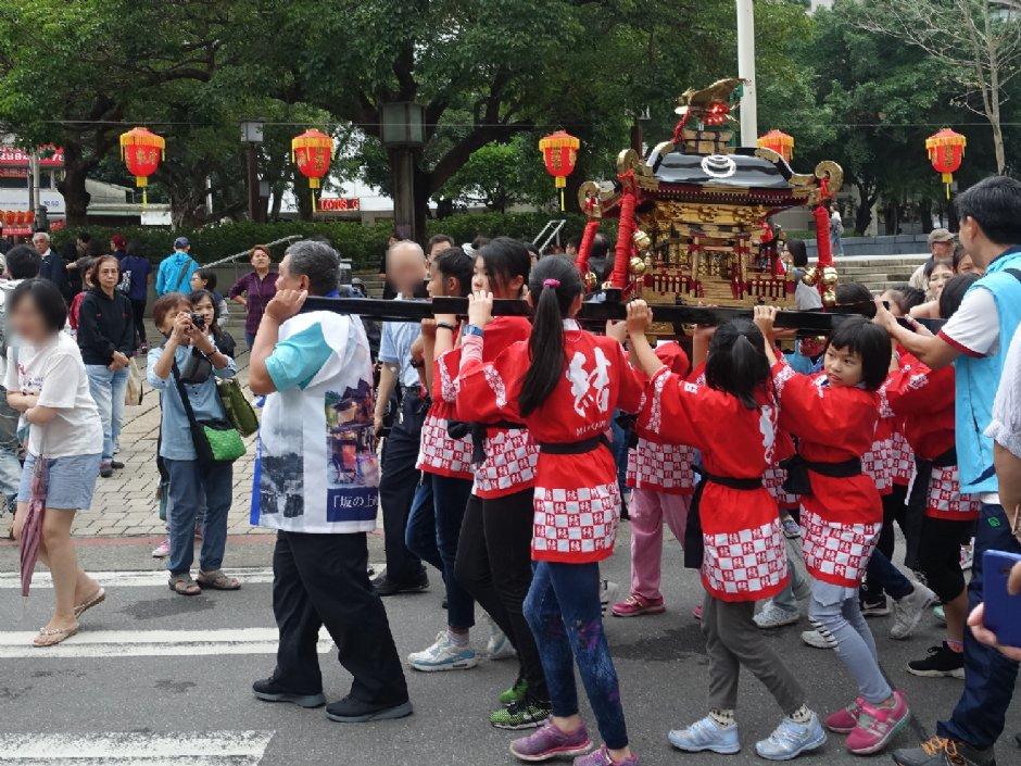 兒童神轎踩街遊行是台北溫泉季重頭戲