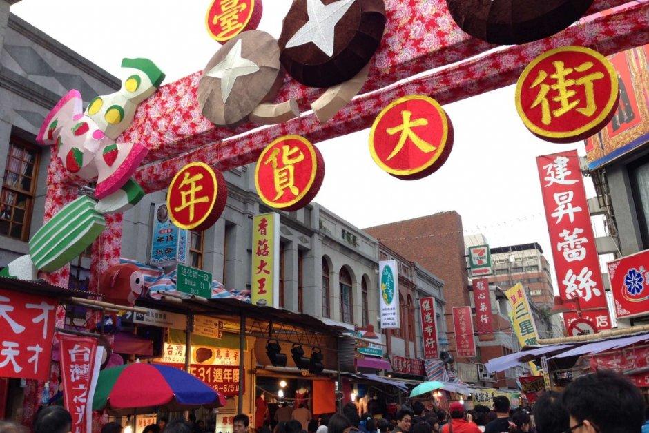 每年台北年貨大街總是人潮滿滿