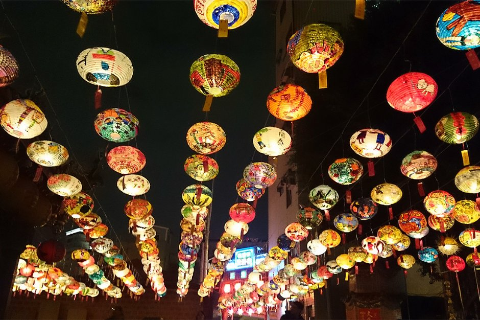 台南普濟殿燈會高掛上千盞燈籠