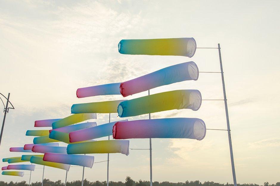 徐婷、陳瑜辰作品《想摸海平線上的雲》