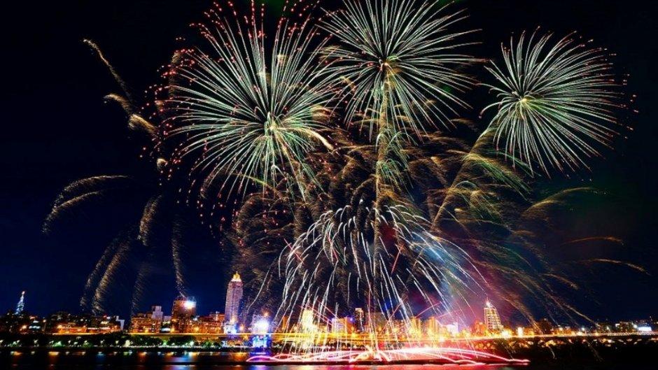 熱鬧的大稻埕情人節每年都有燦爛煙火秀
