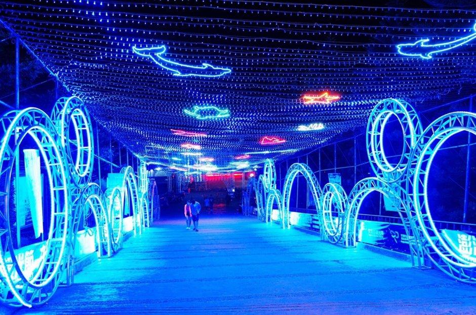 長約400公尺的燈海隧道就在西瀛虹橋上