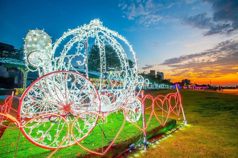 「南瓜馬車」是2019八里沙雕展增設的光雕造景