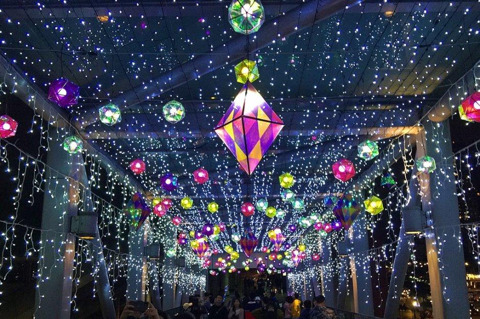 新北歡樂耶誕城年年打造浪漫燈海隧道