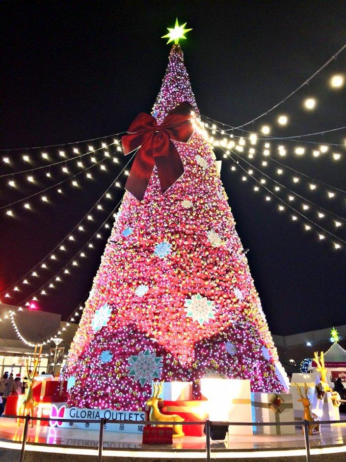 華泰名店城聖誕村打造飄雪場景
