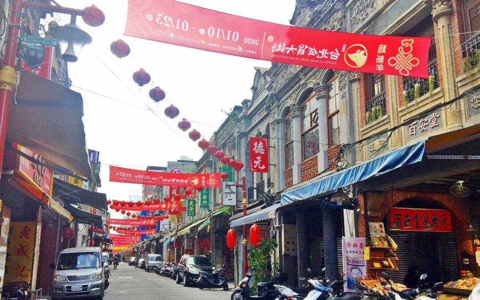 台北年貨大街「迪化街」在籌備階段已可見年味