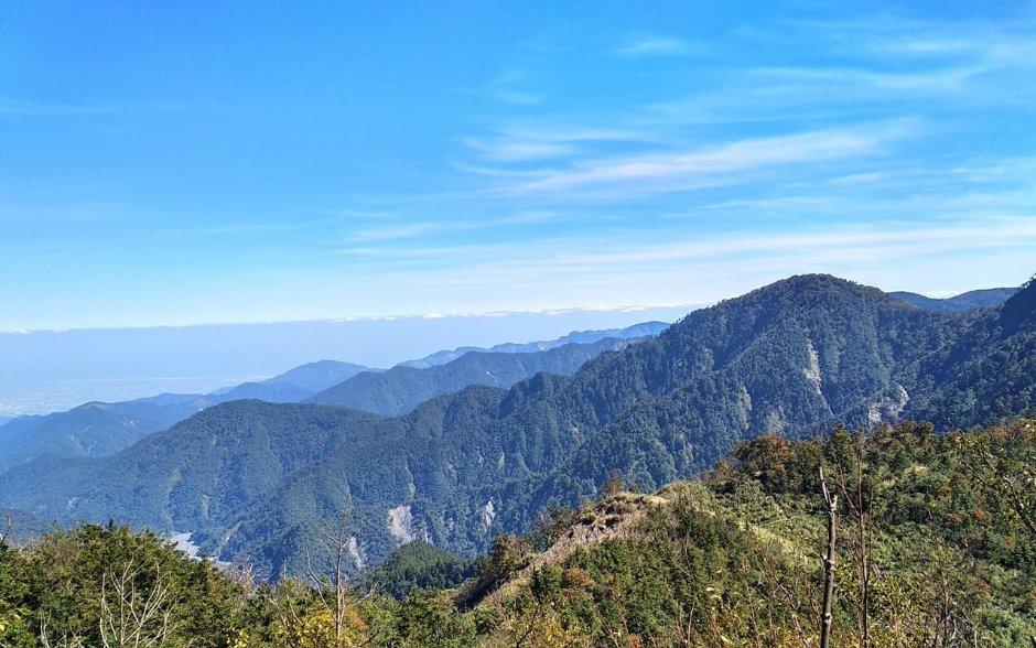 山毛櫸步道末端因綿亙於稜線上而擁有廣闊視野