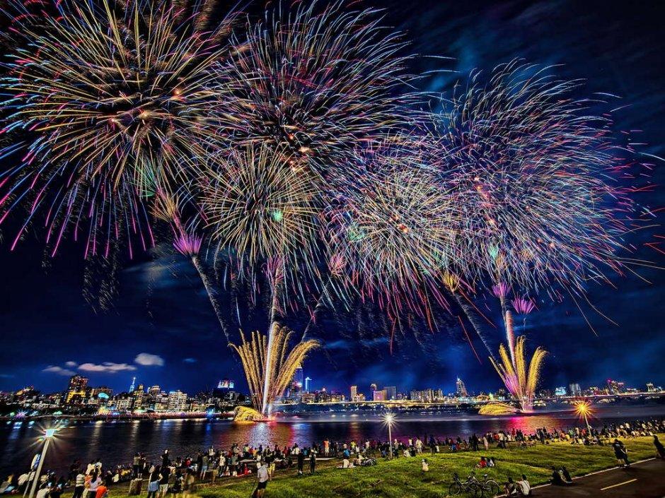 星空煙火秀是大稻埕情人節的最大亮點