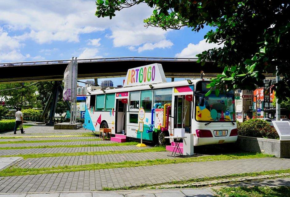 鶯歌陶博館展區設有以退役公車改造的藝術遊樂園車廂