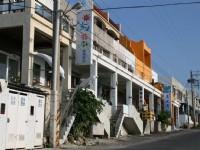遊艇港岸上的街景<br/> 攝影:老山羊部落格