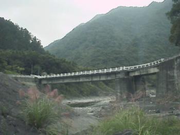 红河谷-桥与远山