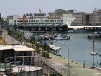 遠眺漁港與大樓<br/> 攝影:老山羊部落格