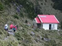 嘉明湖避難小屋<br/> 攝影:阿英的登山小站