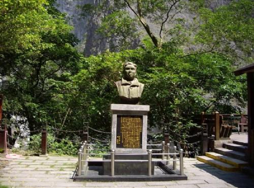 靳珩公園-段靳珩銅像