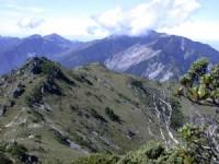 裸露的岩壁-赫赫有名的關山大斷崖<br/> 攝影:阿英的登山小站