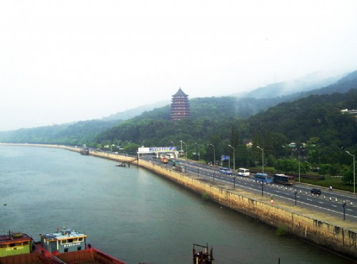 錢塘江-錢塘江-浩瀚湖面與旁邊景觀