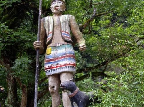 烏來溫泉-路旁原民風味雕像
