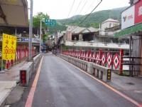 商店街上的小橋充滿濃濃原民風<br/> 攝影:Eva隨手拍