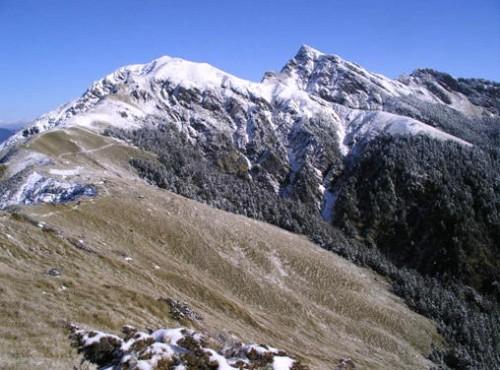 奇萊山-白雪覆蓋的山頭