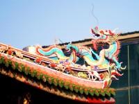 寺頂脊飾五彩的龍<br/> 攝影:陳銘祥