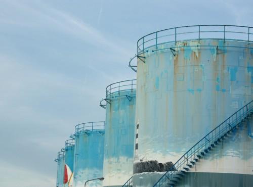 馬公港漁人碼頭-漁人碼頭彩繪儲油槽