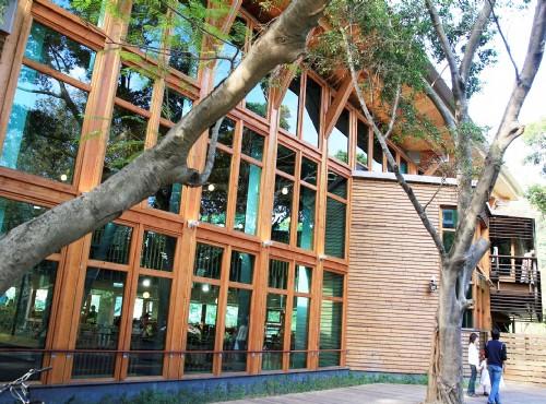 Beitou Park-圖書館-原木落地窗