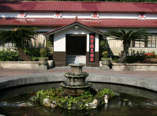 Hongyeh Hot Spring (Red Leaf Hot Spring)-
