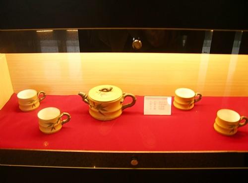 三墩石茶壶博物馆-整套的竹段壶.