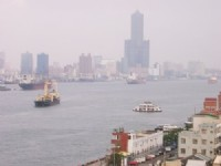 從旗後燈塔遠眺高雄港船隻<br/> 攝影:eva隨手拍