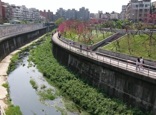 樂活公園-樂活公園旁內溝溪與休憩步道