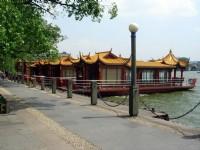 古色古香遊湖船<br/> 攝影:余錫堅