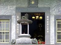 香爐與正殿門口<br/> 攝影:林仲哲