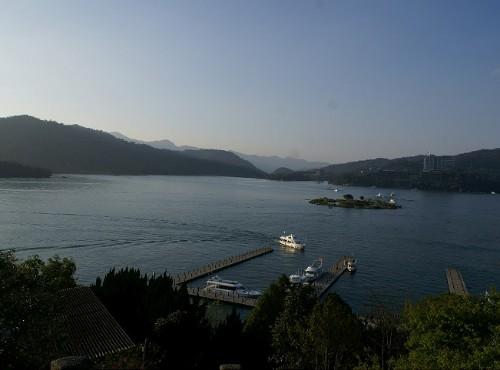 拉魯島-玄光寺眺望日月潭及拉魯島