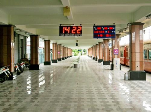 花蓮車站-明亮寬敞的車站月台