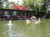 景觀池旁餐飲店<br/> 攝影:老山羊部落格
