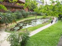 圖書館旁台灣地圖造型池<br/> 攝影:簡時強