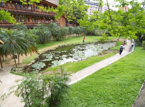 北投溫泉-圖書館旁台灣地圖造型池
