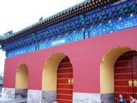 顏色鮮明的圍牆<br/> 攝影:方盛文