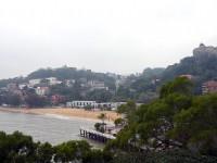 鼓浪嶼的海濱、沙灘、綠樹<br/> 攝影:馮順