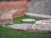 安平古堡半圓殘壁與古井<br/> 攝影:陳美吟