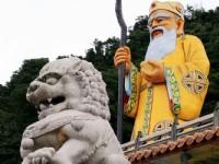 福德正神像與石獅.<br/> 攝影:陳銘祥